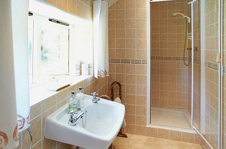 First floor:  En-suite shower room with wc