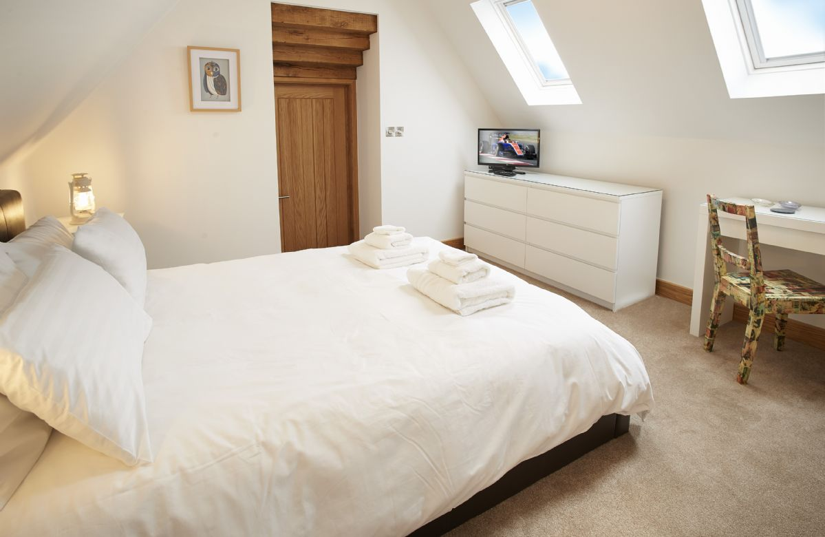 Rosebank barn holiday cottages in the cotswolds First floor master bedroom
