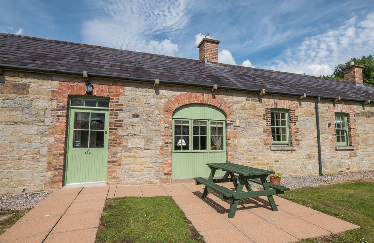 3f84fbbd90967 200+ Unique Dog Friendly Holiday Cottages from £218