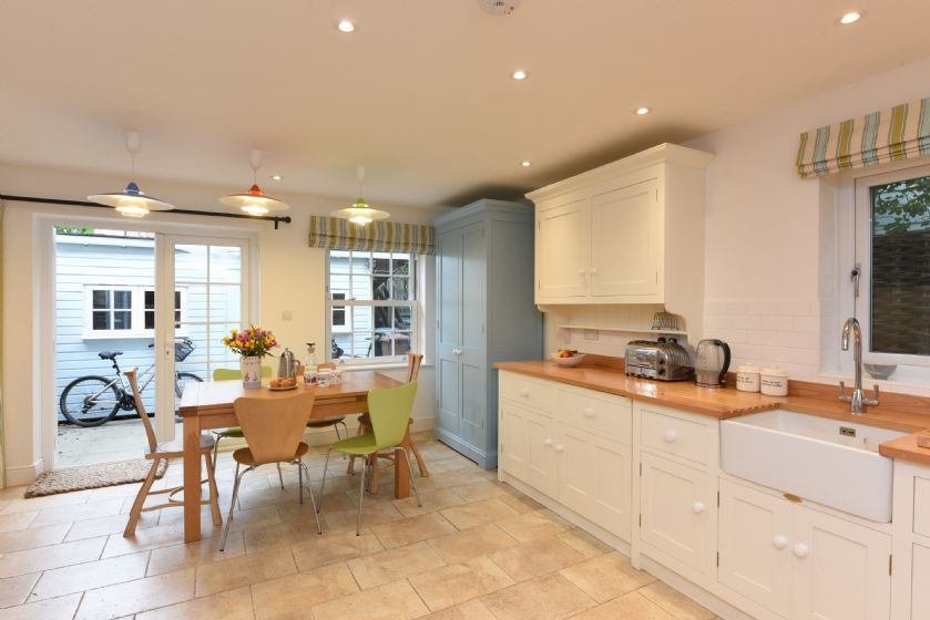 Ground floor: Large, light and well equipped kitchen/dining room