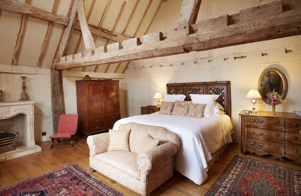 Dating back to 1300s, Elinor Fettiplace has kept its original features and provides accommodation across two floors