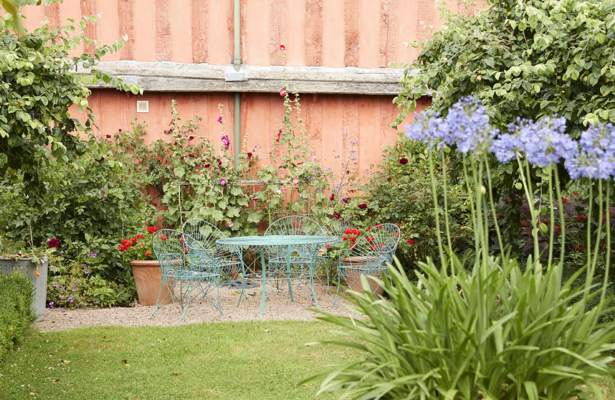 Relax in the garden surrounded by beautiful flora