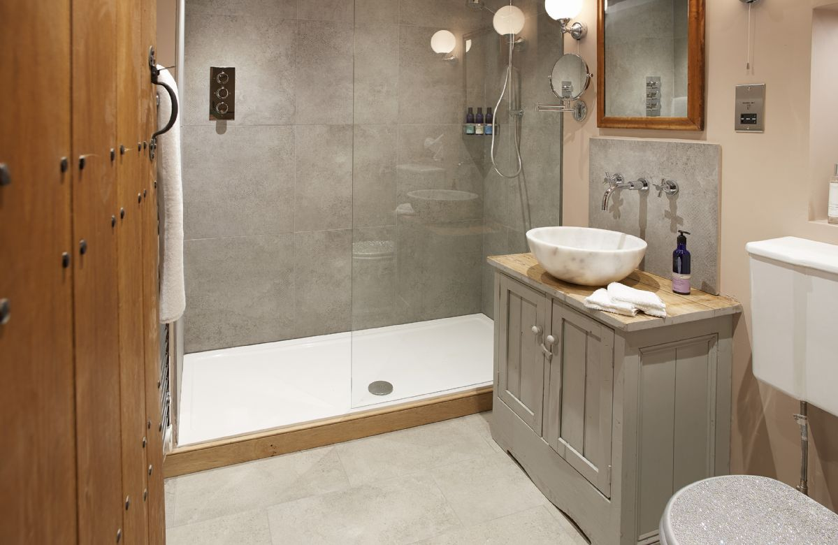 Ground floor: En-suite shower room with underfloor heating