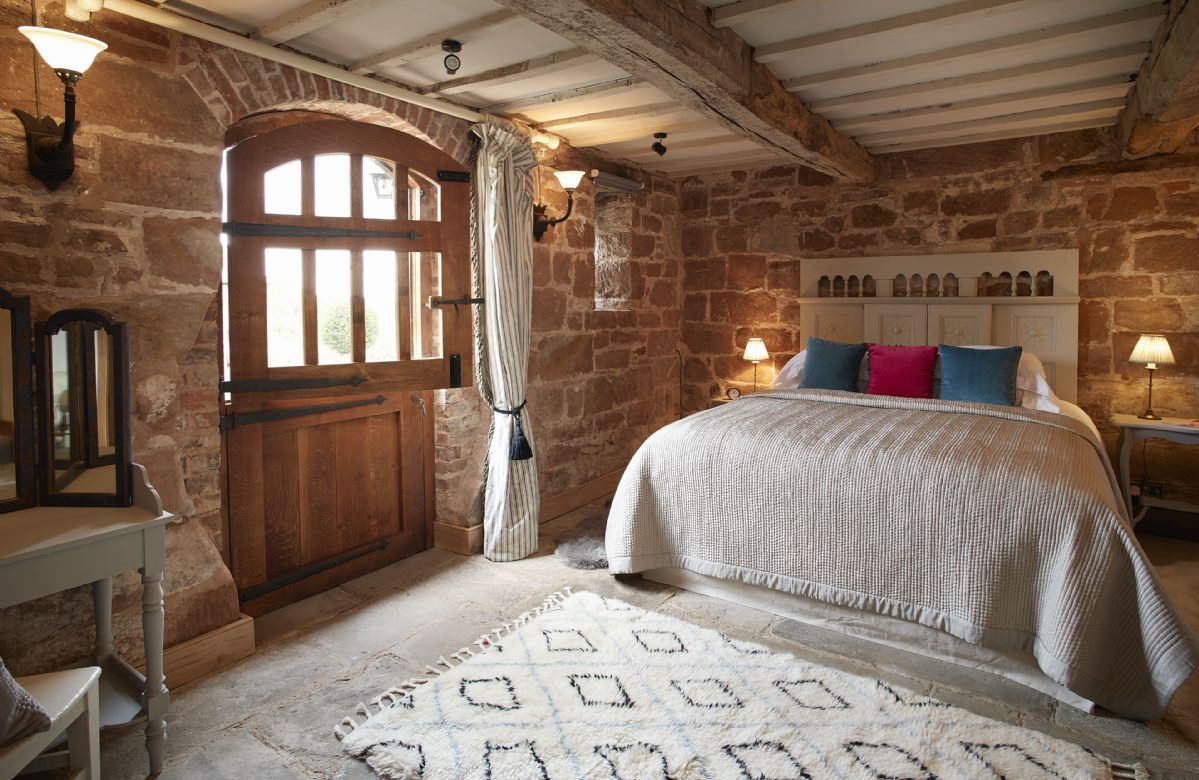 Ground floor: Double bedroom with 6' Super King bed which can be converted to two 3' singles on request