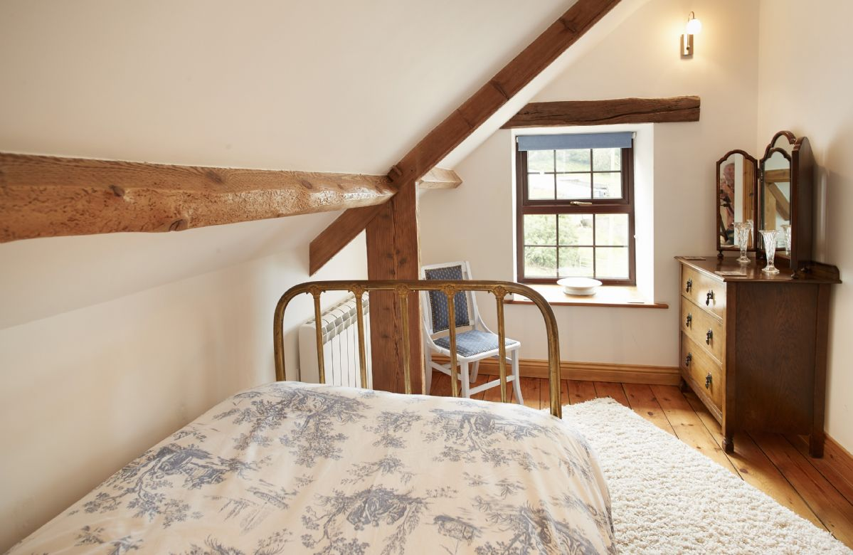 First floor:  Single bedroom with 3' bed