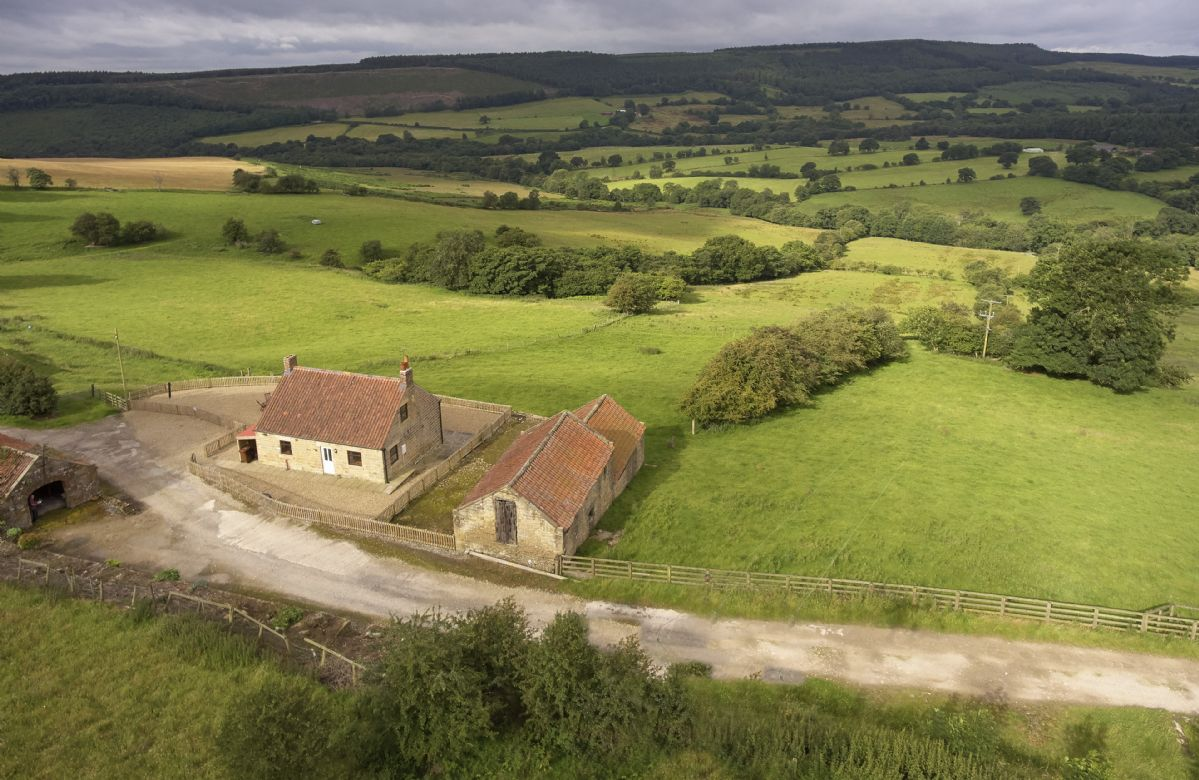 This secluded hideaway provides some stunning panoramic views over the North York Moors National Park