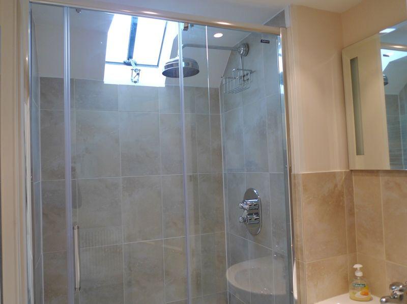 The Manse | En-suite shower