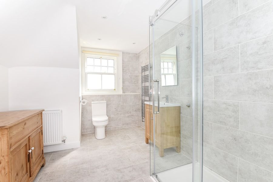 Malvern 3 bedrooms | Top floor shower room