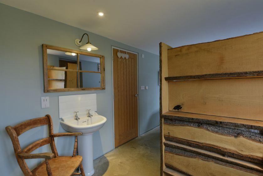 Ground floor: En suite bathroom