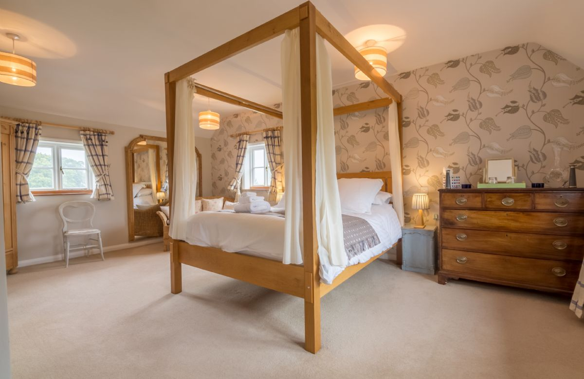 First floor: Master bedroom with 5' four-poster bed and en suite bathroom