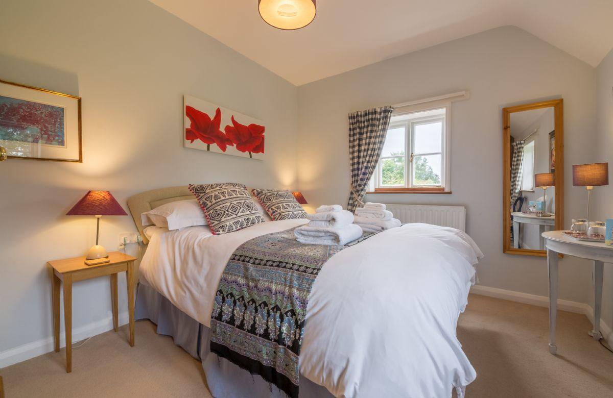 First floor: Bedroom with 4'6