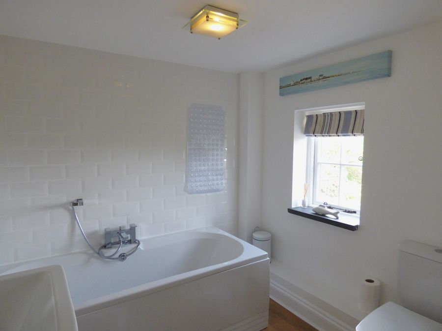 Red Brick Cottage | Bathroom