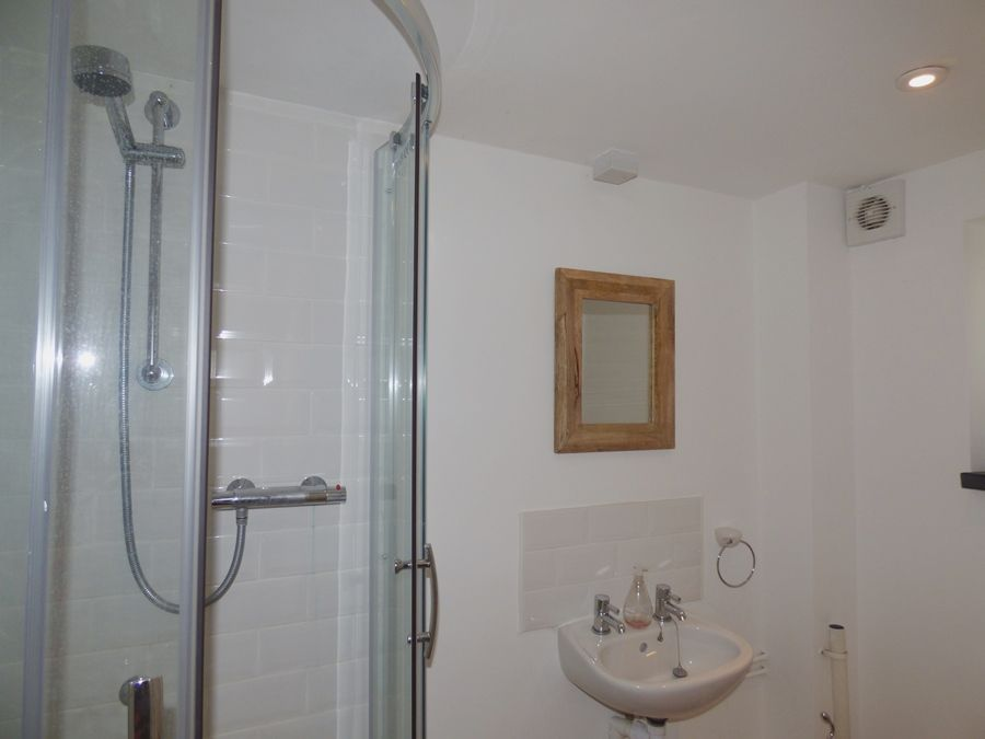 Red Brick Cottage | Downstairs shower