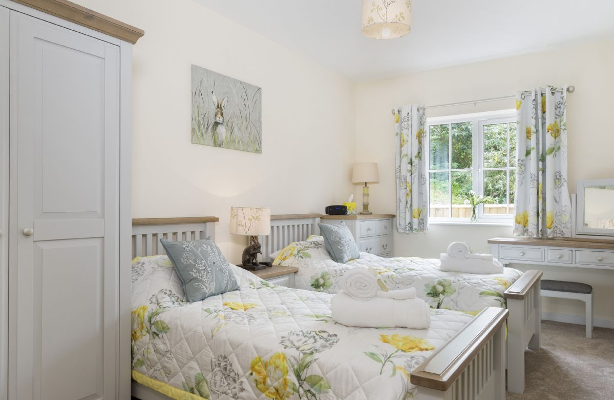 Ground floor: Twin bedroom with two 3' single beds