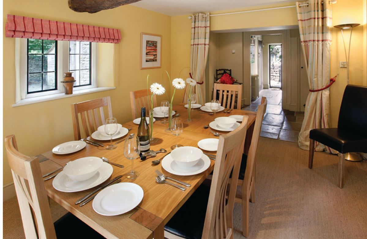 Ground floor: Dining room, leading onto the garden