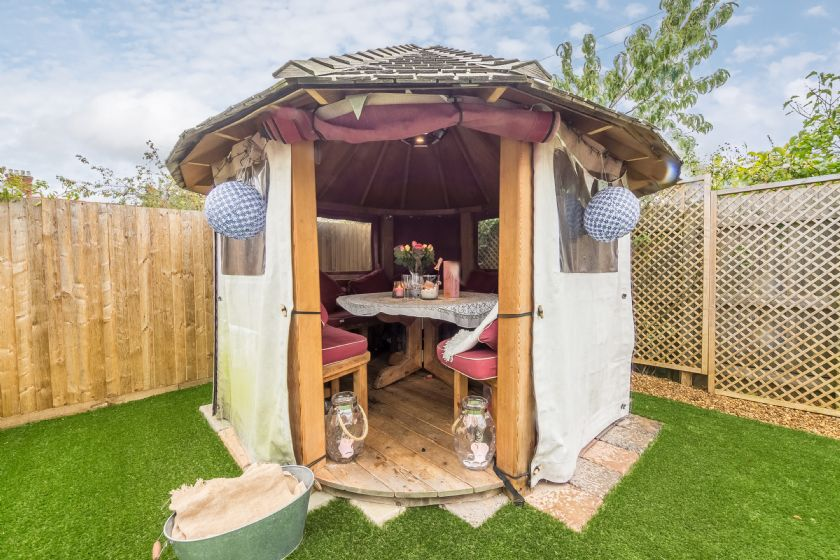 There is a breeze hut (with heaters) and a gas barbecue, perfect for those cooler days