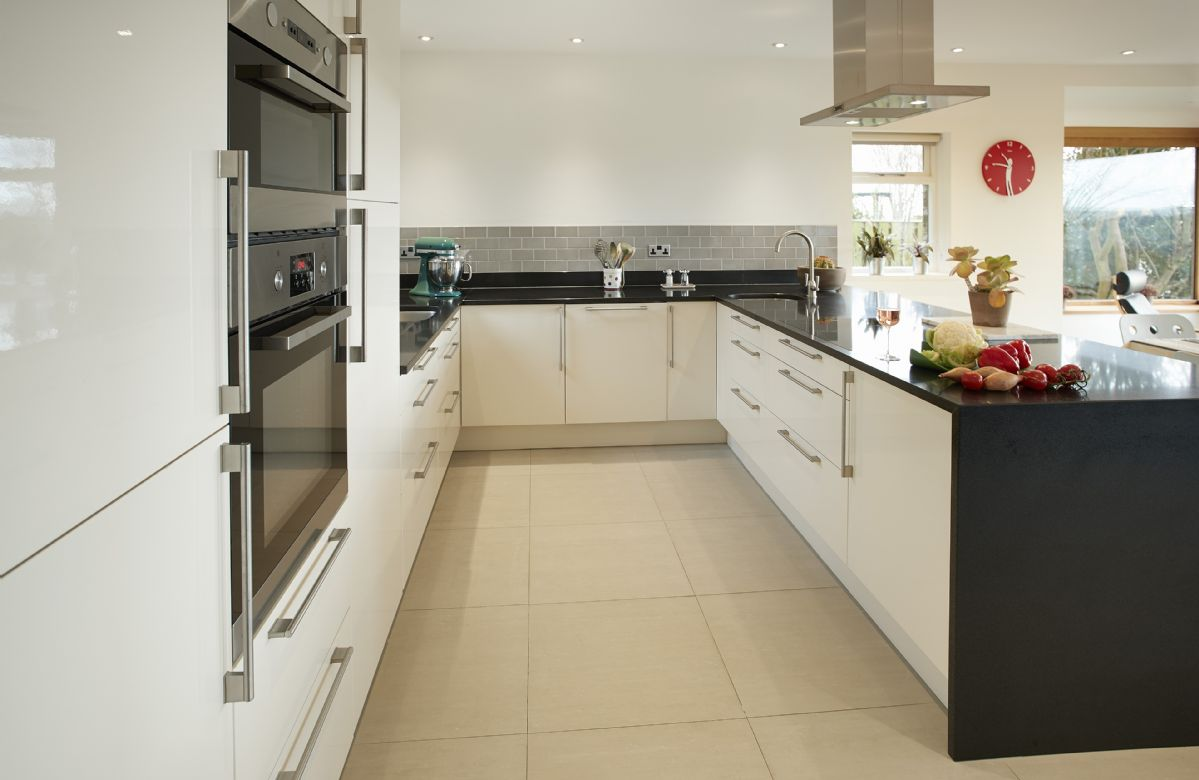 Ground floor: Contemporary style kitchen