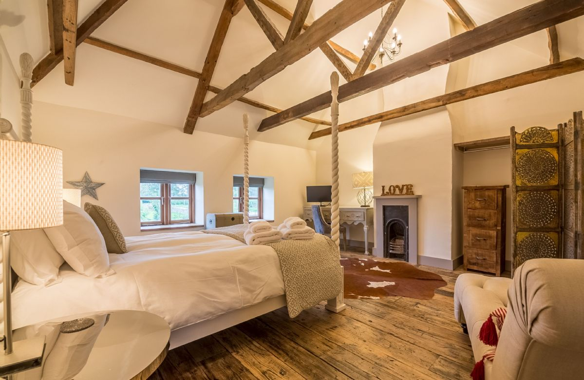 First floor: Large vaulted and beamed bedroom with 5' statement four poster bed
