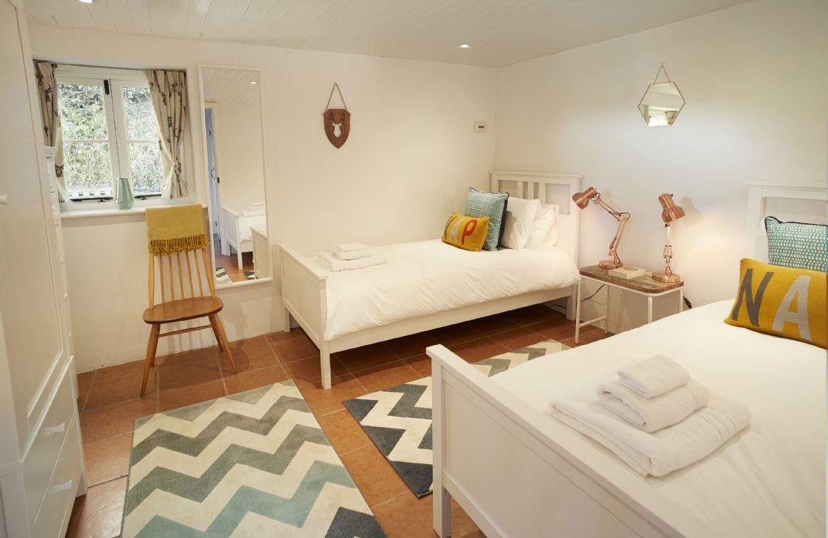 Ground floor: Twin bedroom with 3' single beds