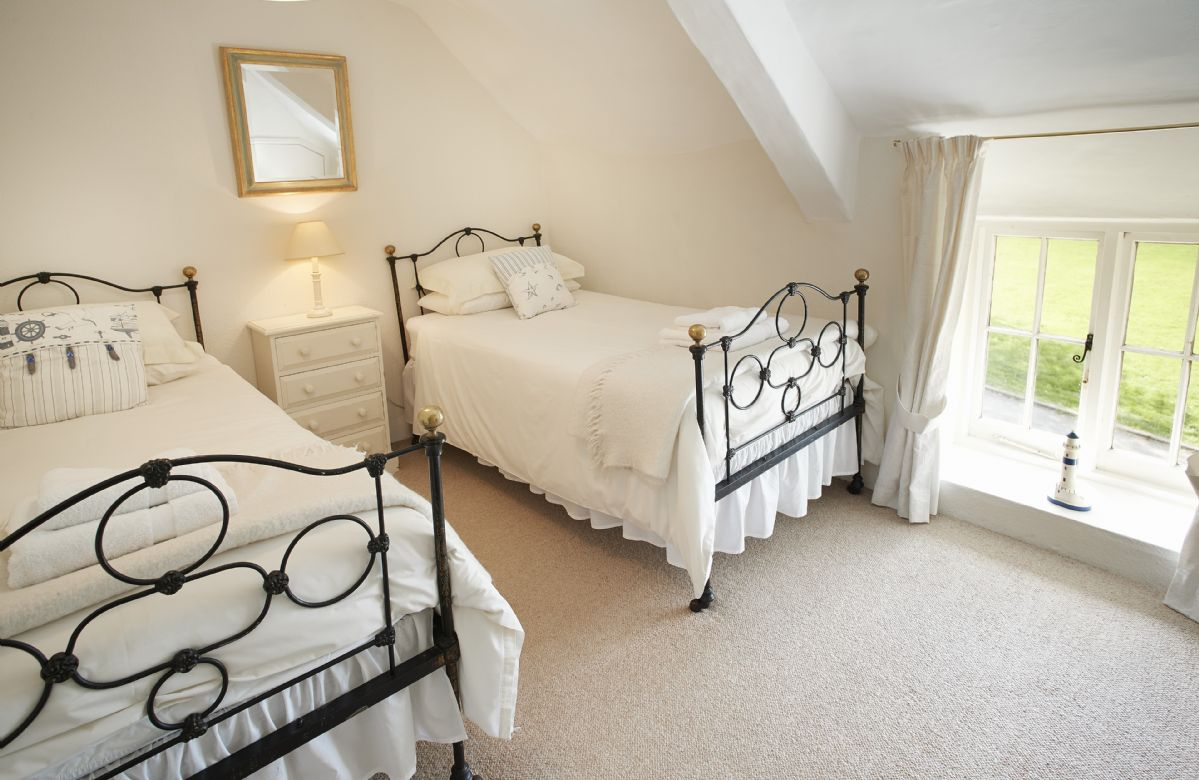 First floor: Twin bedroom with 3' single beds
