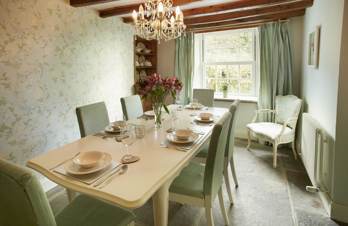 Ground floor: Dining room with seating for six guests