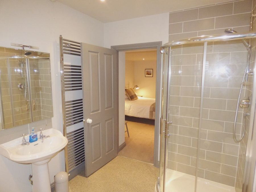 The Old Forge | En-suite 1