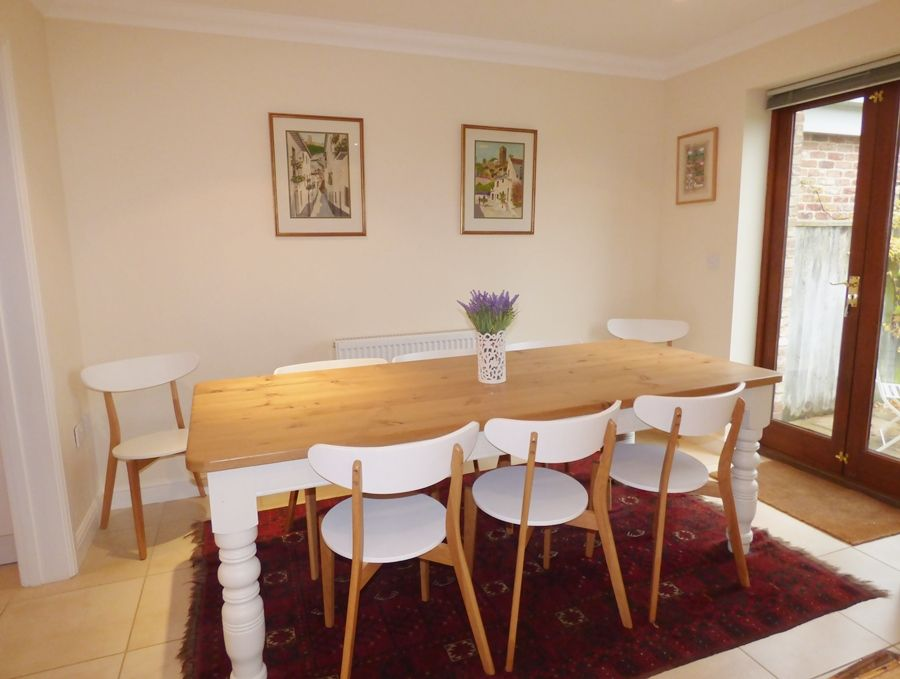 Beech House 2 bedrooms | Kitchen table