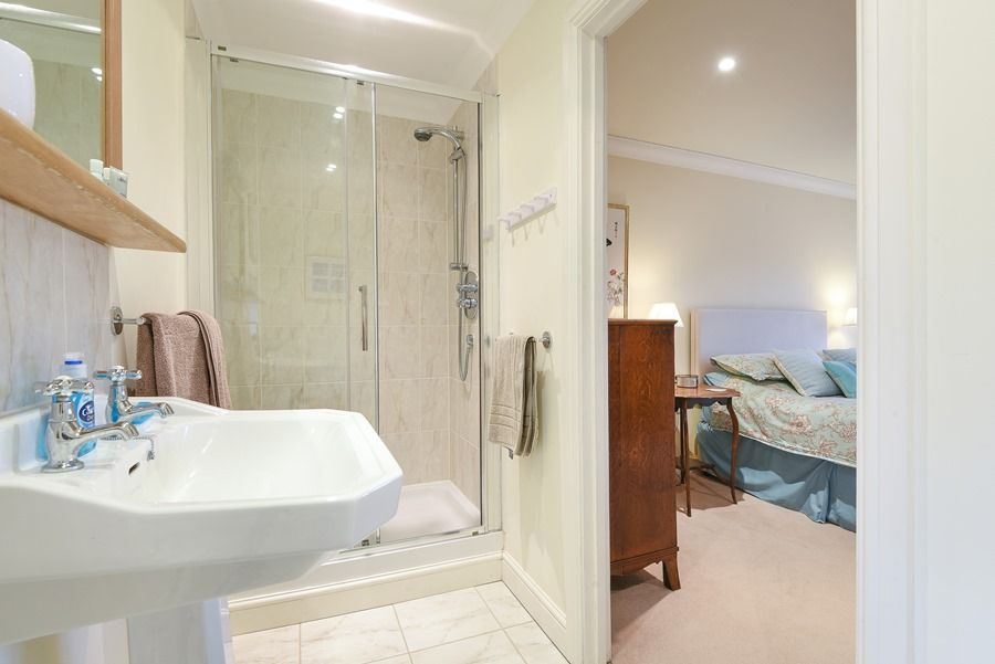 Beech House | En-suite 2