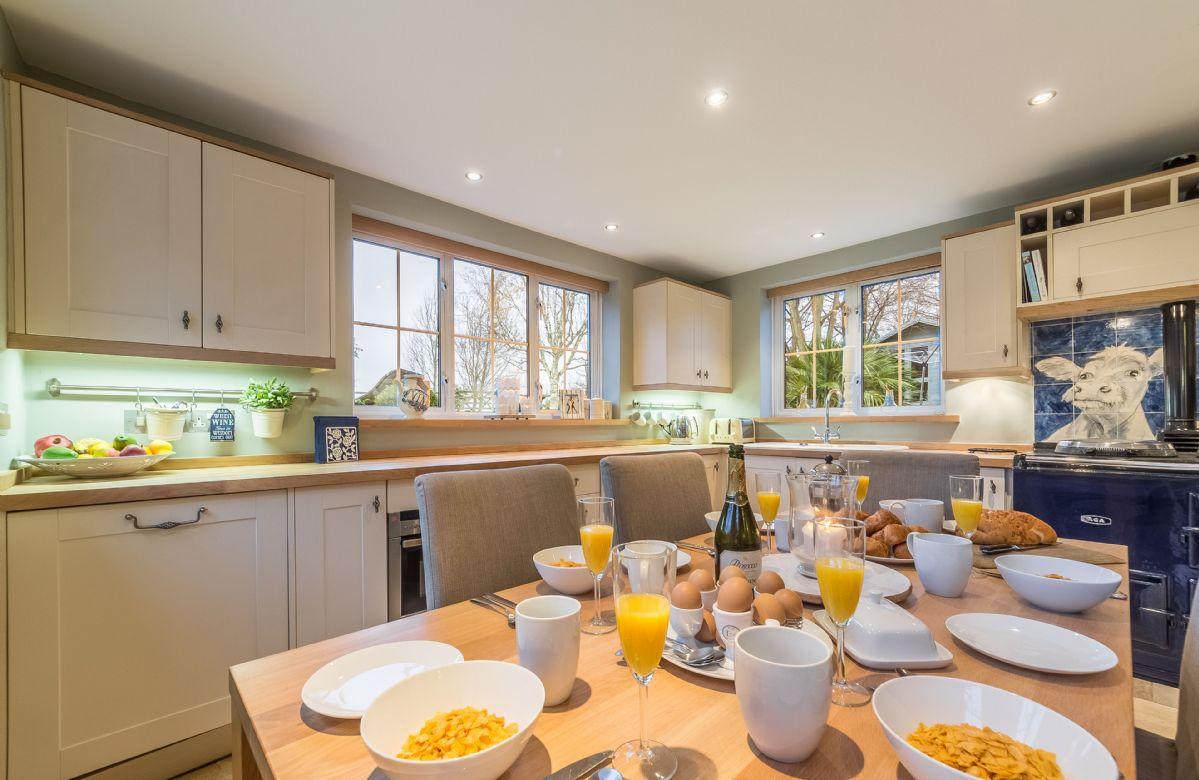 Ground floor: Kitchen with breakfast table