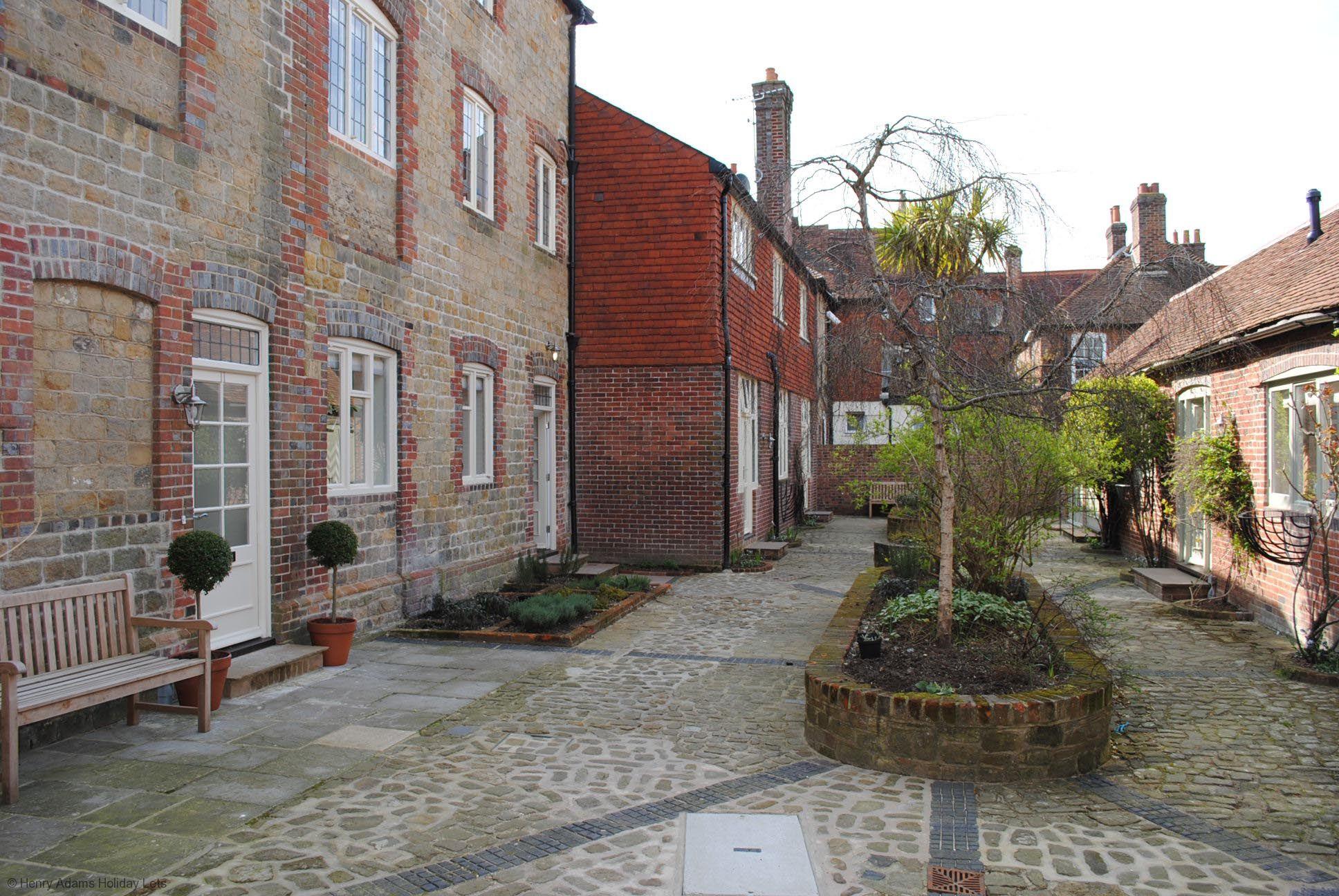 8 Angel Yard, Midhurst