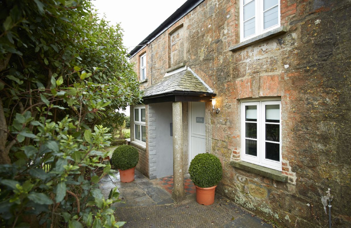 2 Kitts Hill is a superb renovated and extended 1840s Victorian semi-detached house built of local stone