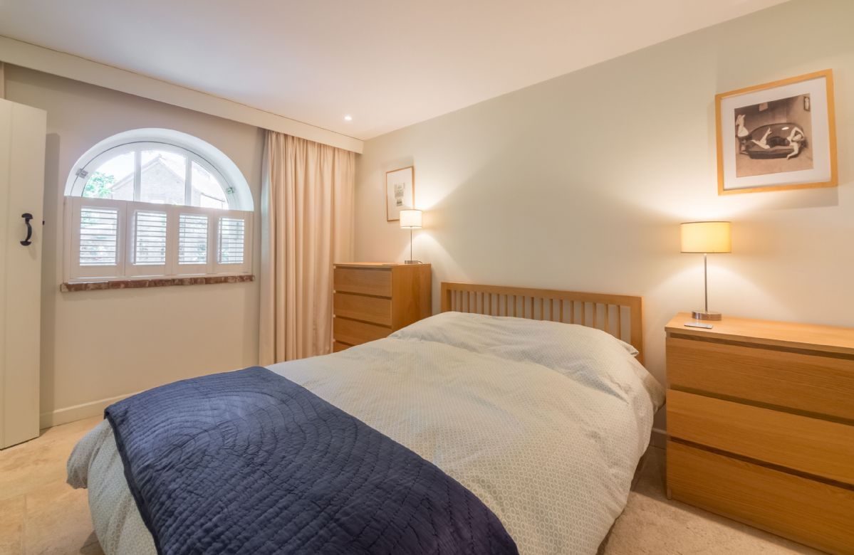 Ground floor: Master bedroom with 5' king-size bed and en-suite shower room