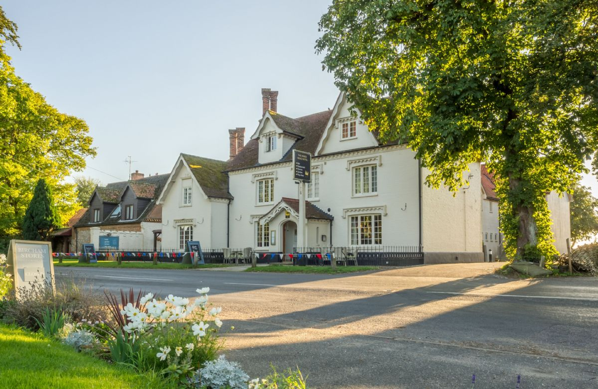 In walking distance is The King's Head pub/restaurant