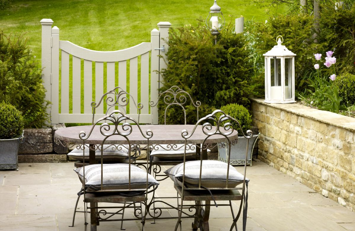 Dine al fresco in the courtyard garden
