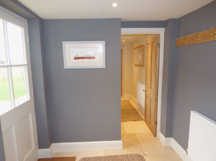 Greystones 3 bedrooms | Back lobby