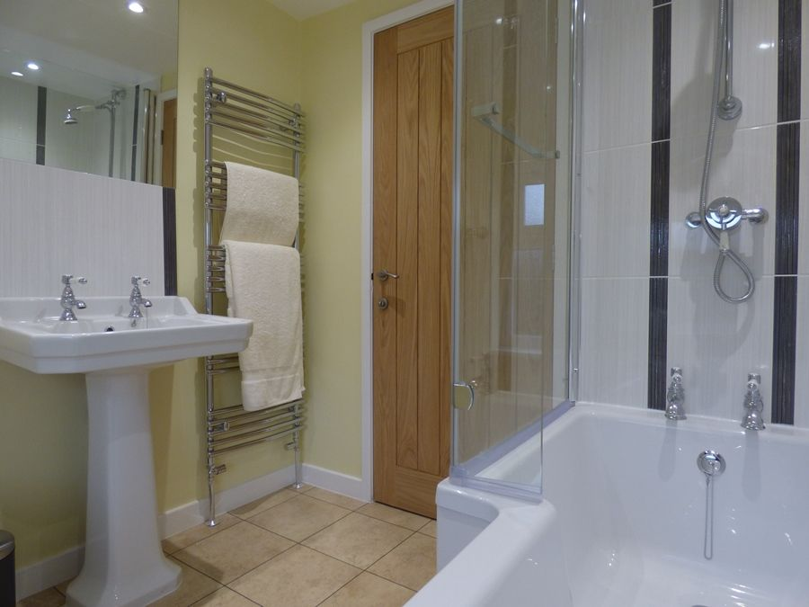 Beehive Cottage | Bathroom