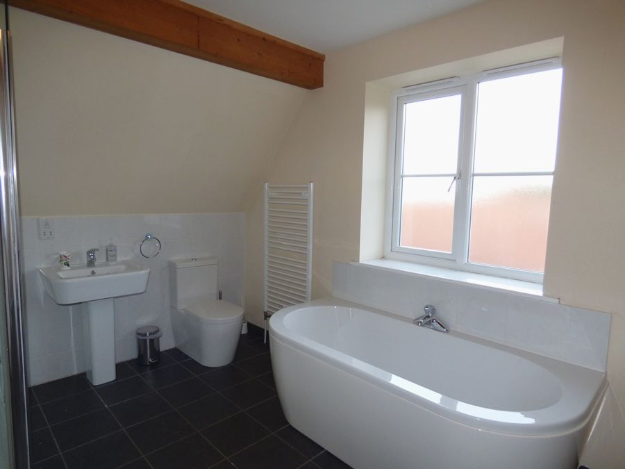 The Sidings   Buffers End | En-suite bathroom