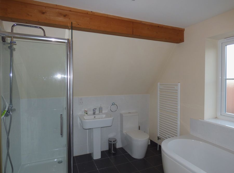 The Sidings   Buffers End | En-suite shower