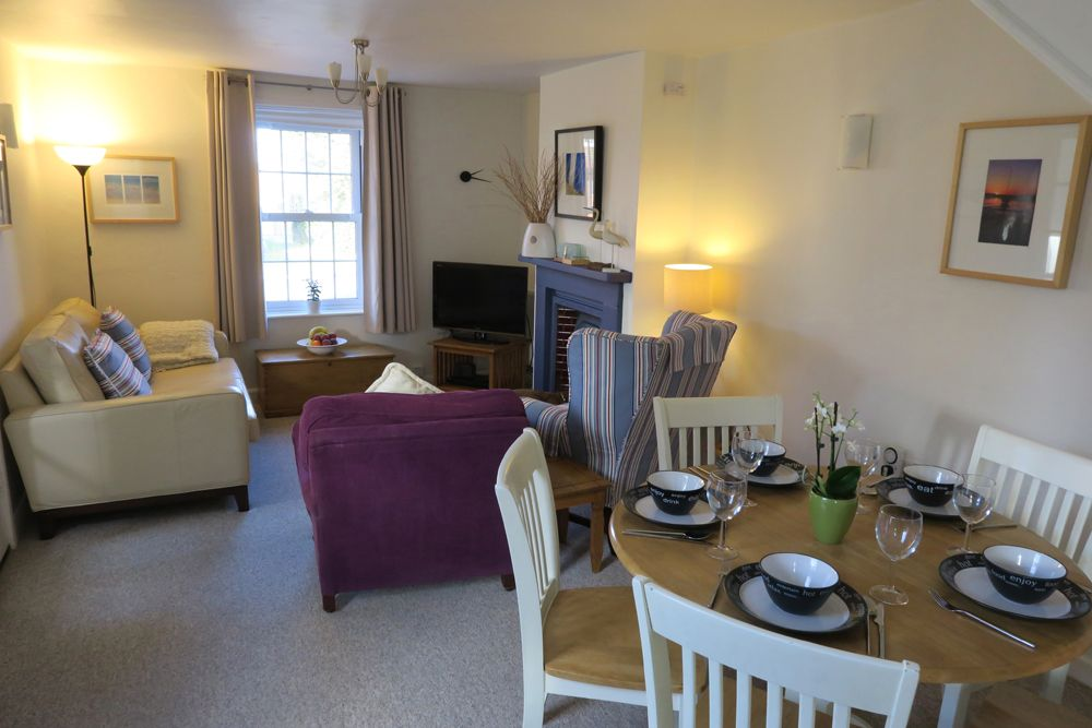 Samphire Cottage | Sitting room and dining area