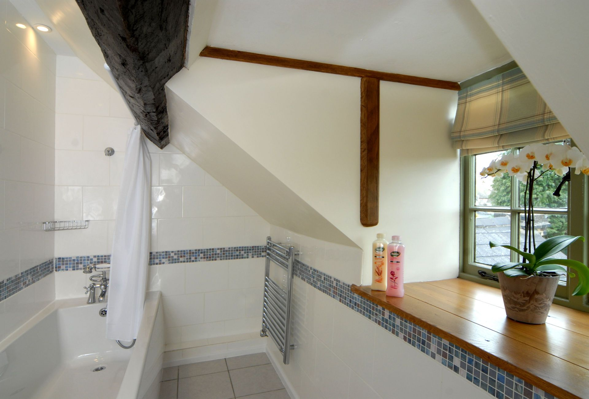 Second floor: En-suite bathroom