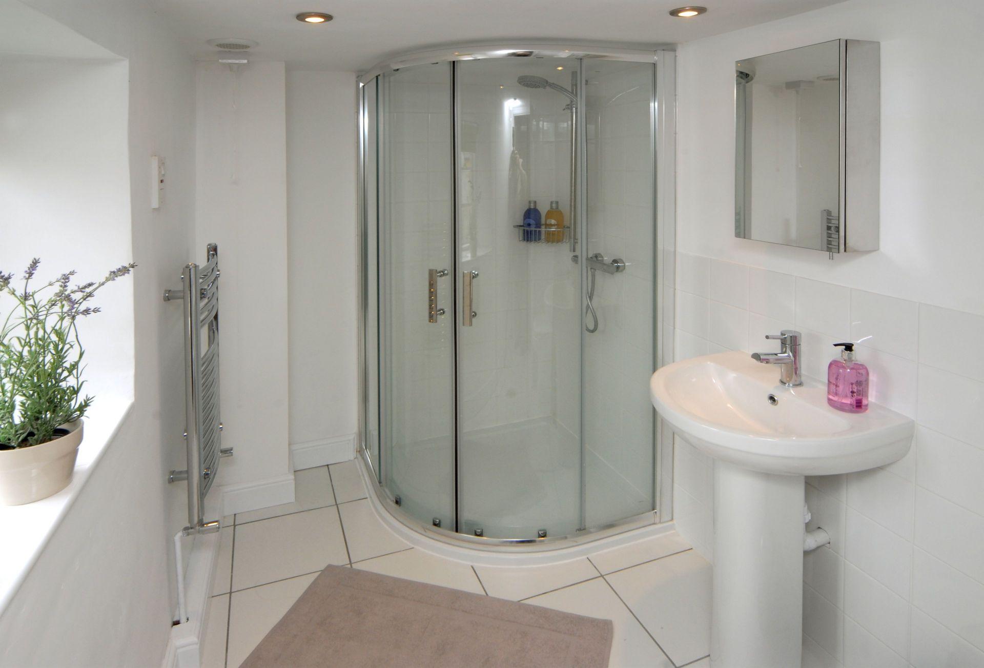 First floor: Master en-suite shower room