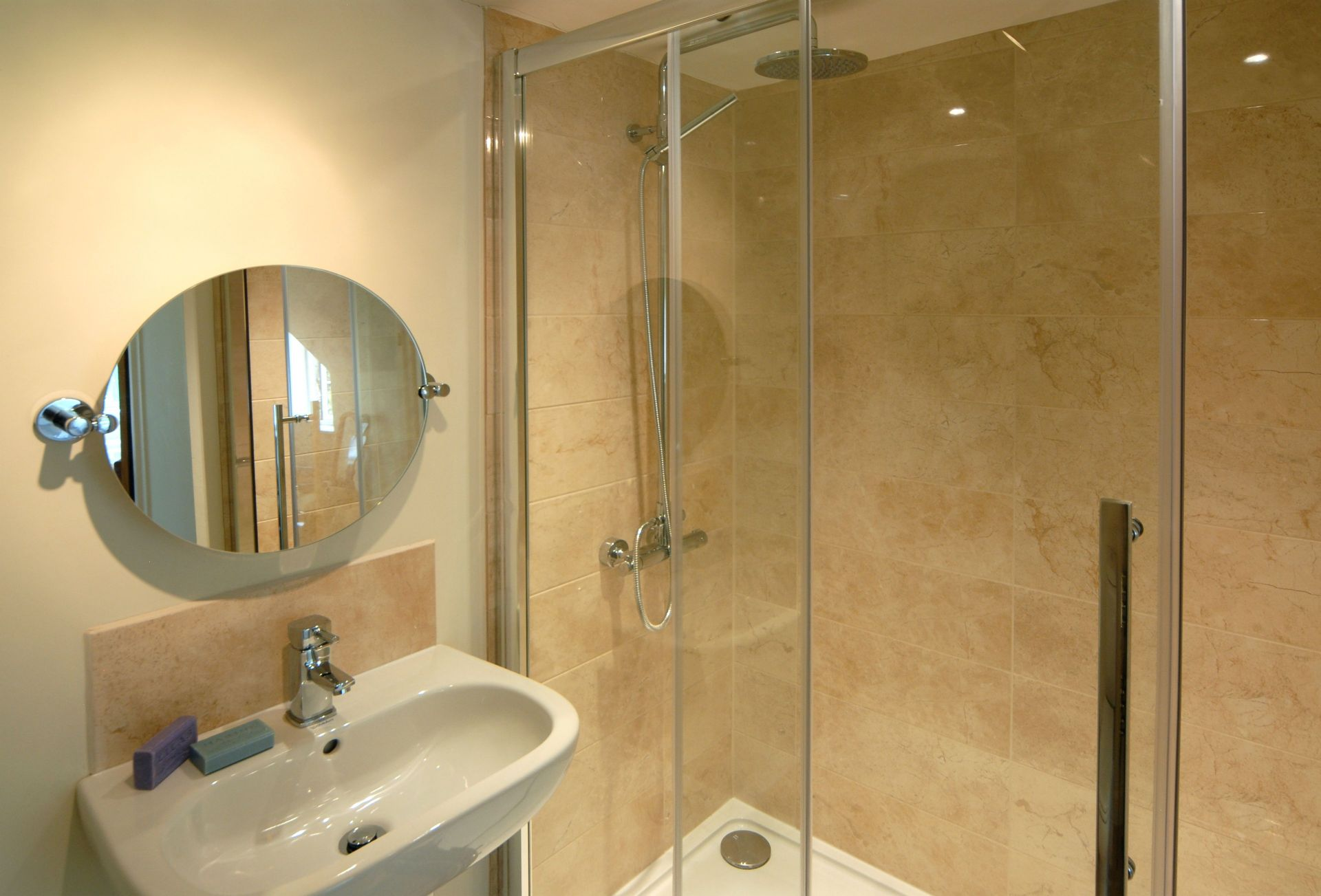 Ground floor: Ground floor en-suite shower room