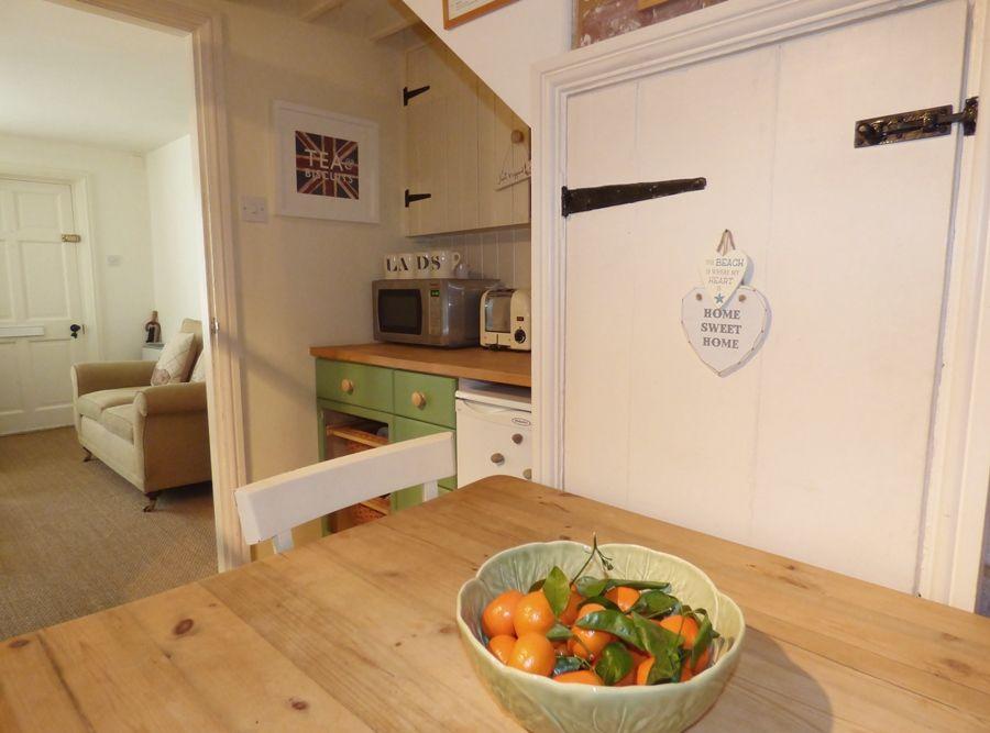 Fortune Cottage   Kitchen thro to sitting