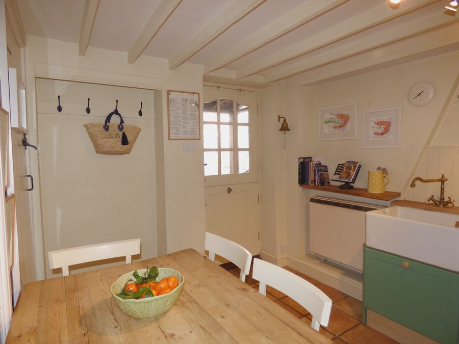 Fortune Cottage   Kitchen table