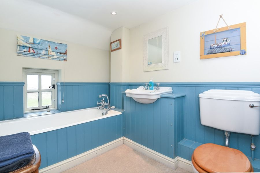 Coastguard's Cottage 3 bedrooms | Bathroom