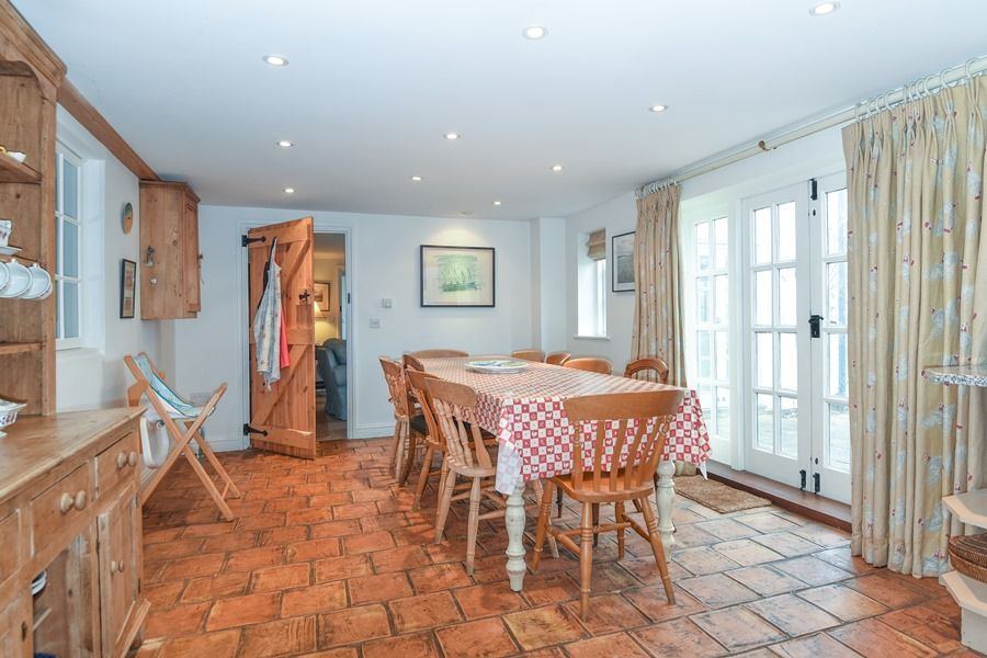 Coastguard's Cottage 3 bedrooms | Dining area