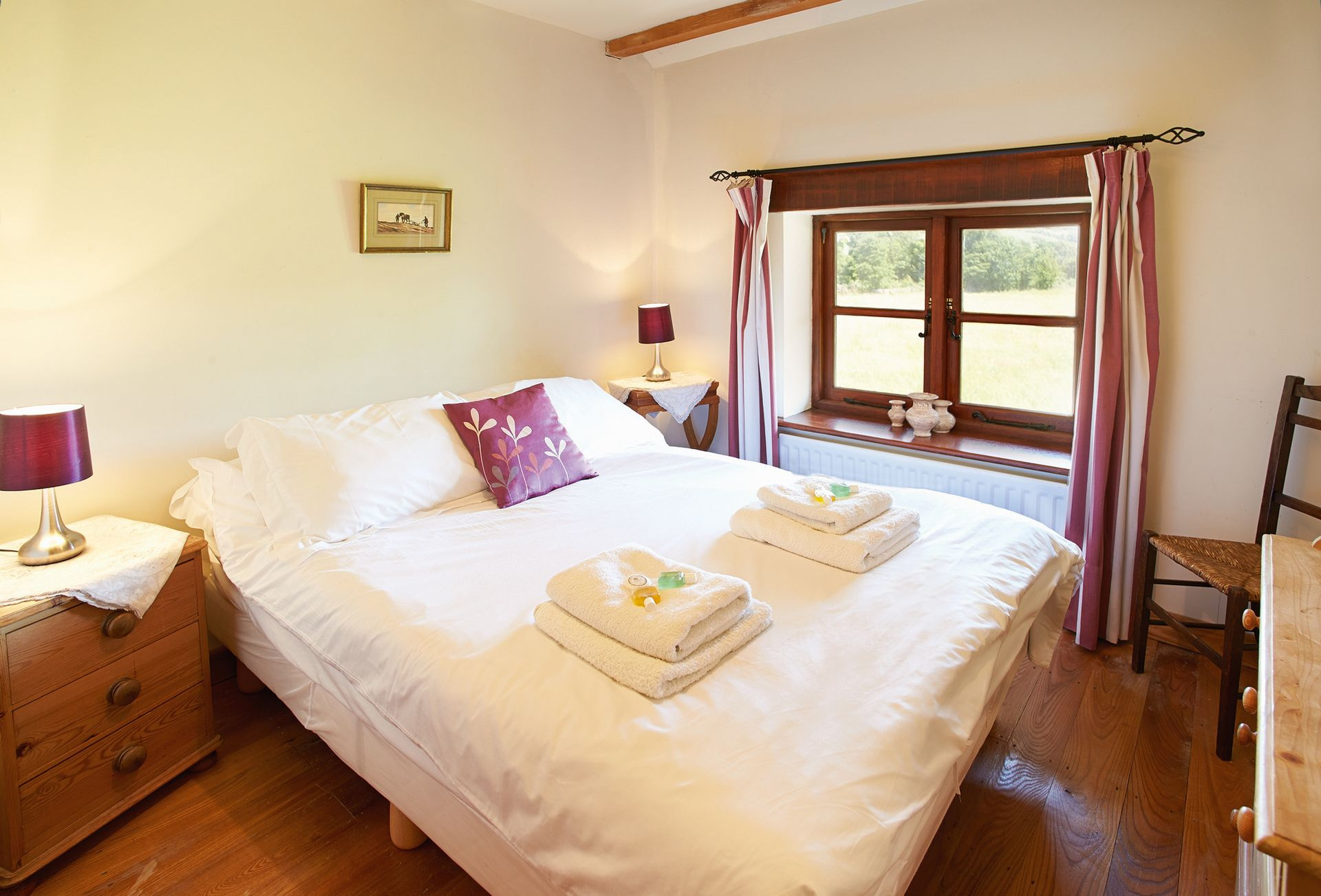 First floor: Double bedroom with 4'6 bed and en suite shower room and wc