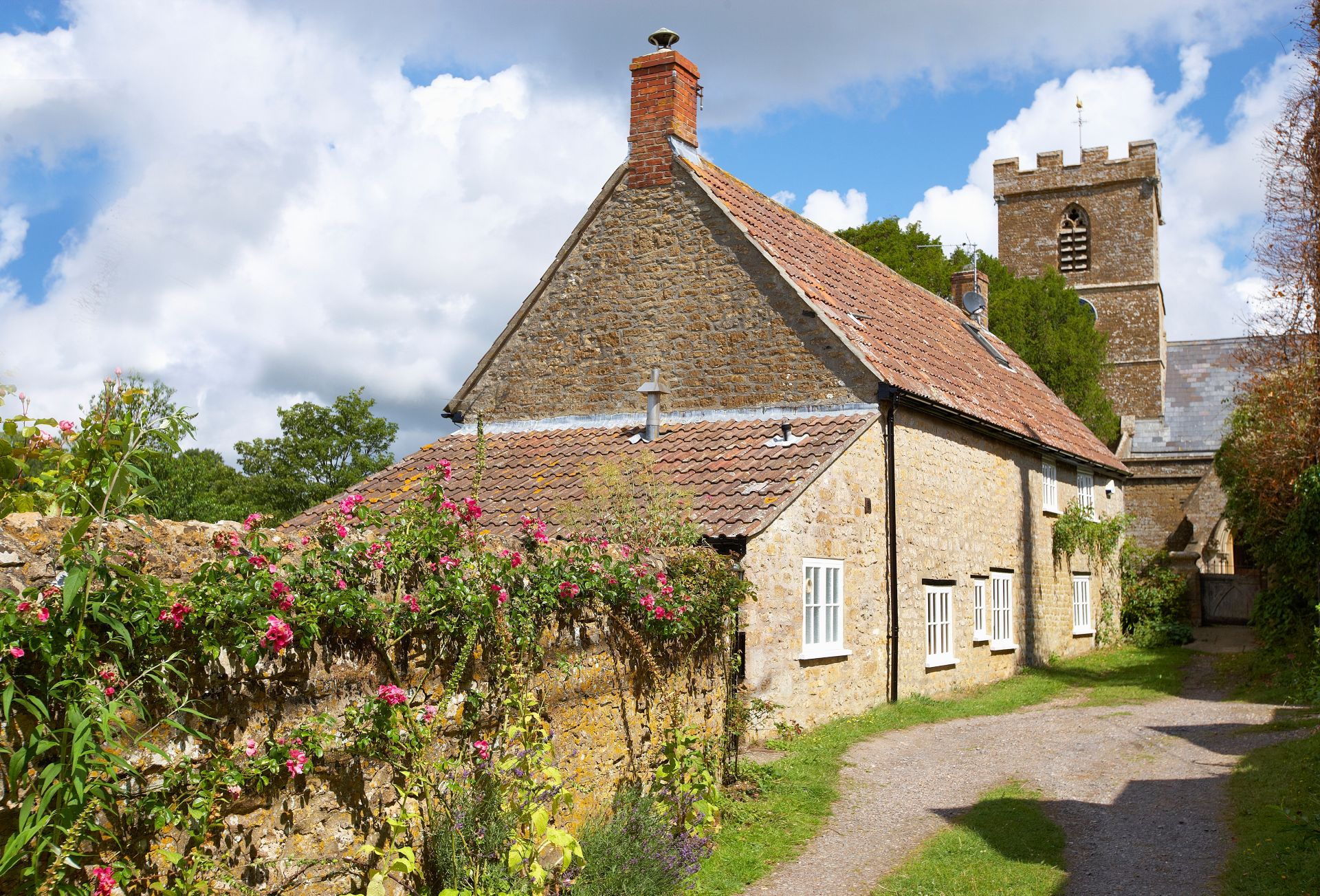 Rose Cottage is conveniently situated between the Norman church and the Three Horse Shoes public house