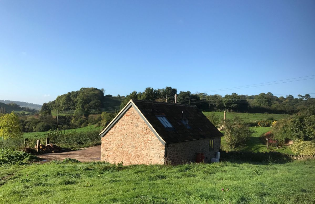 The Cowshed is situated just 10 minutes from Wells, in a rural location ideal for unwinding in a peaceful setting