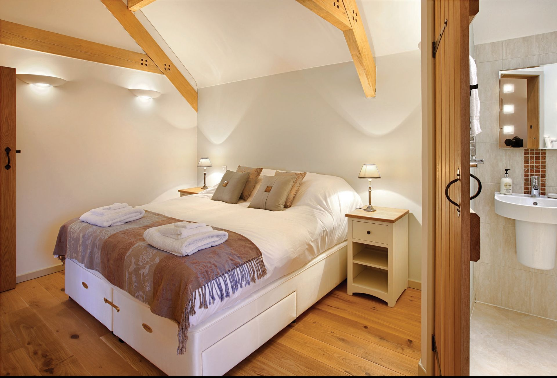 First floor:  Bedroom with 6' zip and link bed which can convert to 3' single beds on request with en suite shower room and wc